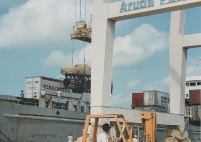 virginia gian being lifted at the Aruba port for transport
